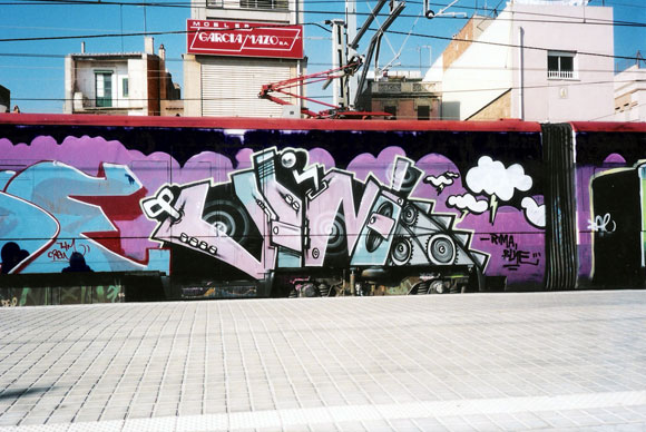 vino_barcelona_graffiti_montana_colors