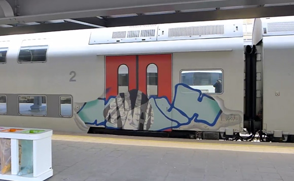 noach_graffiti_train_brussels_montana_colros