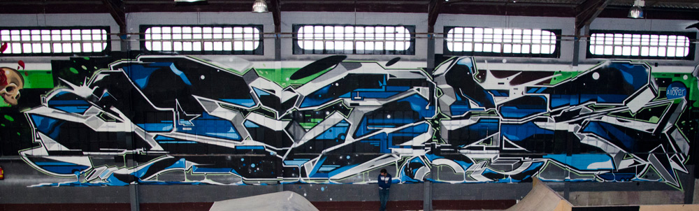 EMAK_gigantic_graffiti_montana_colors_2