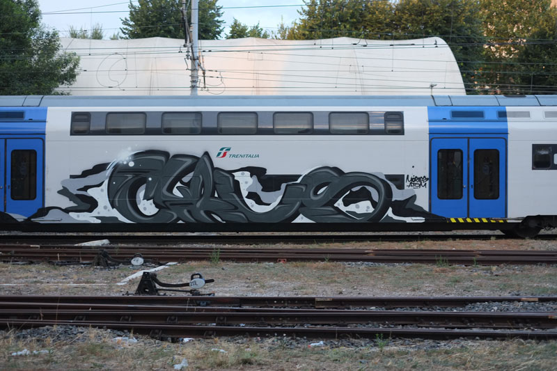 cyrus_blow_italy_graffiti