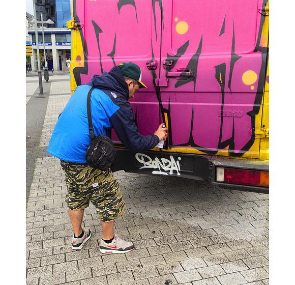 graffiti_city_bus_bonzai_