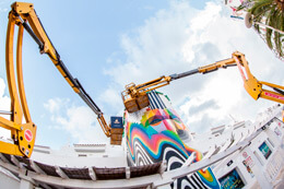 «WALL BURNERS»: OKUDA Y PANTONE
