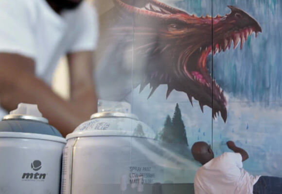 "Dreph painting a dragon of ""Game of Thrones"""