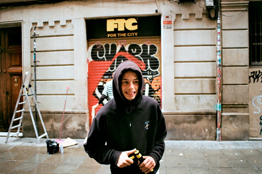 BICH PAINTS THE SHUTTER OF FTC BARCELONA