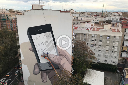 ESCIF & GREENPEACE CELEBRATE THE WORLD CITIES DAY WITH A MURAL AS BIG AS IT IS IRONIC